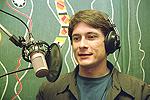 Влад Копп у микрофона в студии